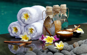Spa days are relaxing silent auction item ideas.
